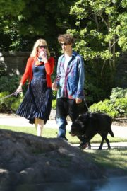 Laura Dern Out with Her Dogs in Santa Monica 2020/06/07 1