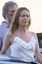 Leslie Mann and Judd Apatow Out for Dinner at Nobu in Malibu 2020/06/09 3
