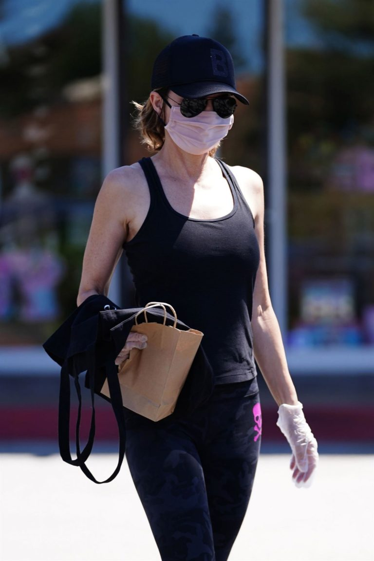 Lisa Rinna Shopping at Beverly Glen in Beverly Hills 2020/06/09 4