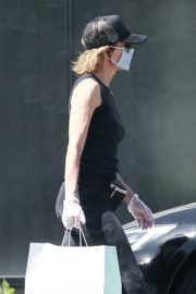Lisa Rinna Wearing a Mask Out in Los Angeles 2020/06/13 5