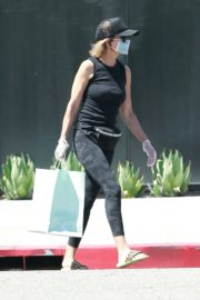 Lisa Rinna Wearing a Mask Out in Los Angeles 2020/06/13 6