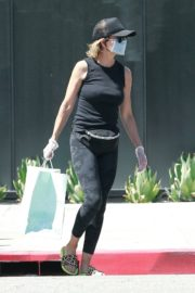 Lisa Rinna Wearing a Mask Out in Los Angeles 2020/06/13 7