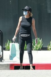Lisa Rinna Wearing a Mask Out in Los Angeles 2020/06/13 8