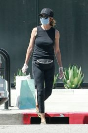 Lisa Rinna Wearing a Mask Out in Los Angeles 2020/06/13 9