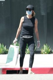 Lisa Rinna Wearing a Mask Out in Los Angeles 2020/06/13 12