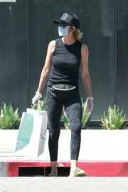 Lisa Rinna Wearing a Mask Out in Los Angeles 2020/06/13 13