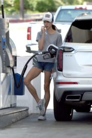 Margaret Qualley at a Gas Station in Los Angeles 2020/06/14 8