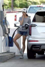 Margaret Qualley at a Gas Station in Los Angeles 2020/06/14 9
