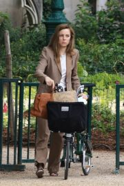 Melissa George Riding a Bike Out in Paris 2020/06/10 1