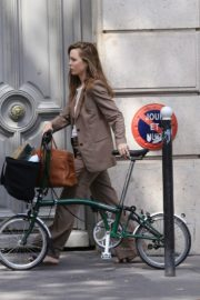 Melissa George Riding a Bike Out in Paris 2020/06/10 3