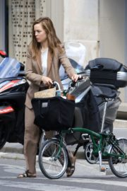 Melissa George Riding a Bike Out in Paris 2020/06/10 7