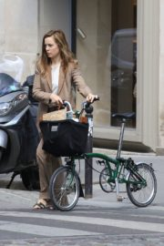 Melissa George Riding a Bike Out in Paris 2020/06/10 8