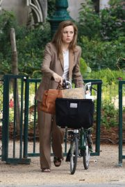 Melissa George Riding a Bike Out in Paris 2020/06/10 10