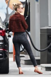 Mia Goth at a Gas Station in Los Angeles 2020/06/08 7