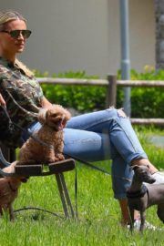 Michelle Hunziker Out with her Dogs in a Park in Bergamo 2020/06/02 1
