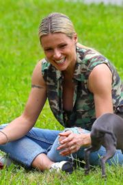 Michelle Hunziker Out with her Dogs in a Park in Bergamo 2020/06/02 5