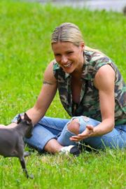 Michelle Hunziker Out with her Dogs in a Park in Bergamo 2020/06/02 6