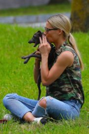 Michelle Hunziker Out with her Dogs in a Park in Bergamo 2020/06/02 8