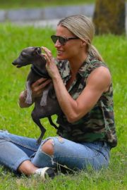 Michelle Hunziker Out with her Dogs in a Park in Bergamo 2020/06/02 9
