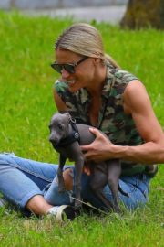 Michelle Hunziker Out with her Dogs in a Park in Bergamo 2020/06/02 10