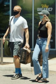 Miley Cyrus and Cody Simpson Out Shopping in Calabasas 2020/06/09 3
