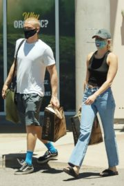Miley Cyrus and Cody Simpson Out Shopping in Calabasas 2020/06/09 4