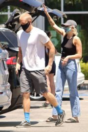 Miley Cyrus and Cody Simpson Out Shopping in Calabasas 2020/06/09 8