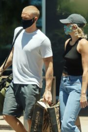 Miley Cyrus and Cody Simpson Out Shopping in Calabasas 2020/06/09 9