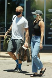 Miley Cyrus and Cody Simpson Out Shopping in Calabasas 2020/06/09 10
