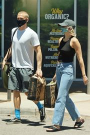 Miley Cyrus and Cody Simpson Out Shopping in Calabasas 2020/06/09 12