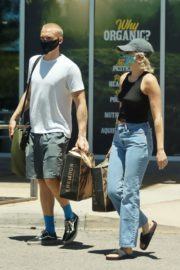Miley Cyrus and Cody Simpson Out Shopping in Calabasas 2020/06/09 13