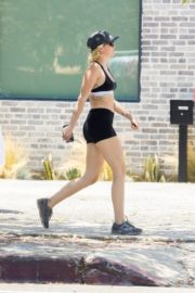 Miley Cyrus Out Hiking in Los Angeles 2020/06/04 2