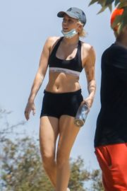 Miley Cyrus Out Hiking in Los Angeles 2020/06/04 5