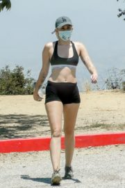 Miley Cyrus Out Hiking in Los Angeles 2020/06/04 7
