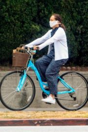 Molly Shannon Riding Bike Out in West Hollywood 2020/06/05 1