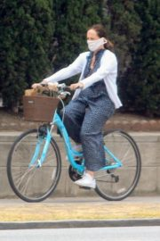 Molly Shannon Riding Bike Out in West Hollywood 2020/06/05 3