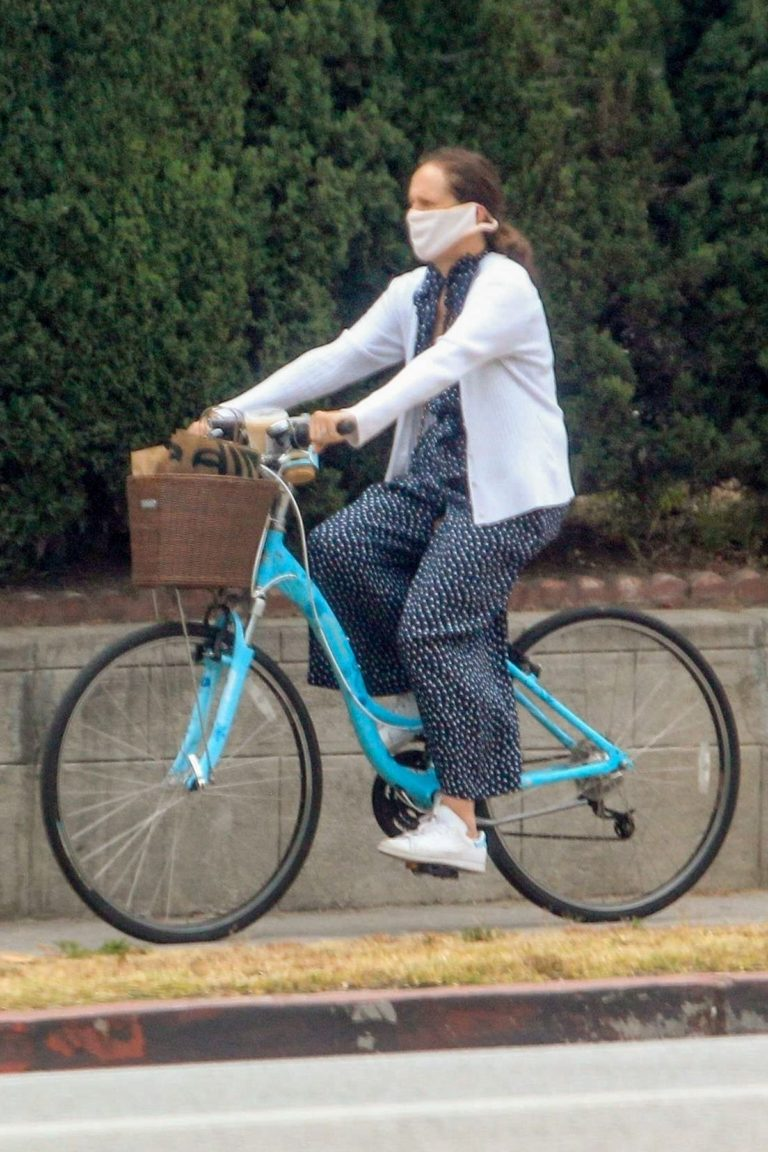Molly Shannon Riding Bike Out in West Hollywood 2020/06/05 4