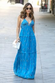 Myleene Klass in a Long Blue Dress Arrives at Global Radio in London 2020/06/01 1
