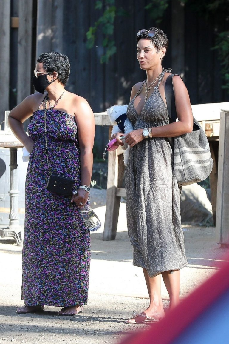 Nicole Murphy Out and About in Malibu 2020/06/14 3
