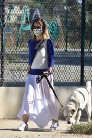 Olivia Wilde Out with Her Dog in Los Angeles 2020/06/07 7