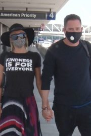 Paris Hilton and Carter Milliken Reum at LAX Airport in Los Angeles 2020/06/11 9