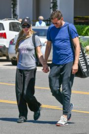 Paris Hilton and Carter Reum Out for Lunch in Malibu 2020/06/07 2