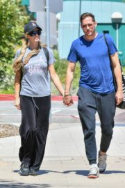 Paris Hilton and Carter Reum Out for Lunch in Malibu 2020/06/07 3