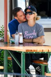 Paris Hilton and Carter Reum Out for Lunch in Malibu 2020/06/07 4