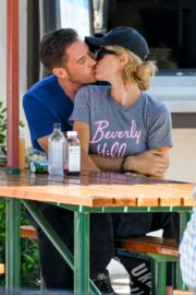 Paris Hilton and Carter Reum Out for Lunch in Malibu 2020/06/07 5