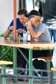 Paris Hilton and Carter Reum Out for Lunch in Malibu 2020/06/07 6