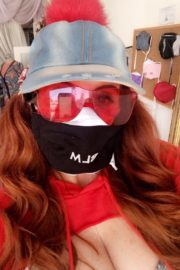 Phoebe Price Shows Off Her Variety of Face Masks 2020/06/04 7