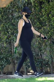 Pregnant Katherine Schwarzenegger Out Hiking in Pacific Palisades 2020/06/11 9