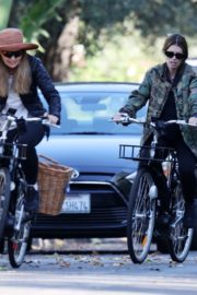 Pregnant Katherine Schwarzenegger Out Riding Bike in Los Angeles 2020/06/13 3