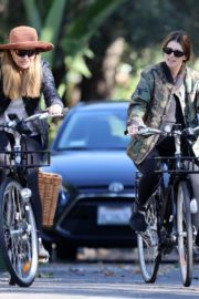 Pregnant Katherine Schwarzenegger Out Riding Bike in Los Angeles 2020/06/13 4